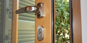 Vendita finestre e infissi a roma offerta finestre in for Costo finestre legno